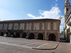 Piazza San Giovannii a Carignano, ex palazzo municipale
