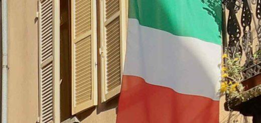 tricolore alla finestra